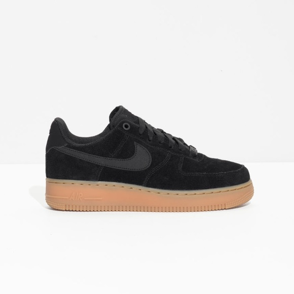 pretty nice ef3b0 2d6fd woman s Air Force 1  07, suede.